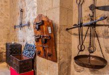 Die Schatzkisten, mit denen die Münzen von Potosí, Bolivien, einst nach Europa verschifft wurden, gehören zu den interessantesten Exponaten des Casa Royal de la Moneda - © Matyas Rehak / Shutterstock