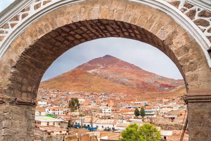 Die Silberstadt Potosí in Bolivien war im 17. Jahrhundert Münzprägezentrum der Spanier und zählt heute zum UNESCO-Weltkulturerbe - © milosk50 / Shutterstock