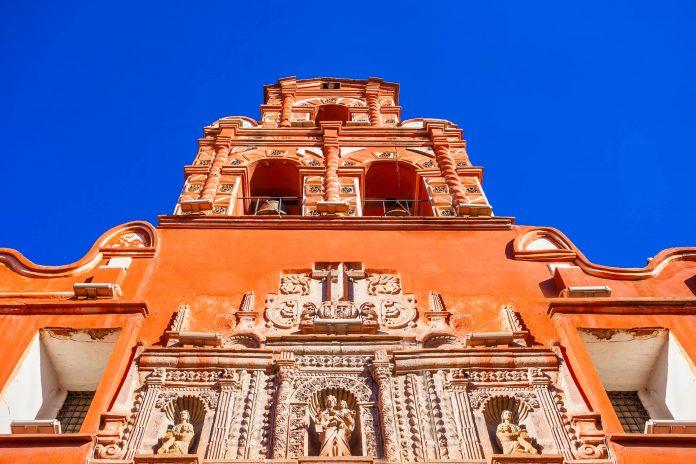 Im Karmeliter-Kloster Santa Teresa in Potosí, Bolivien, kann das abgeschottete Leben der Nonnen auf beeindruckende Weise nachvollzogen werden - © saiko3p / Shutterstock