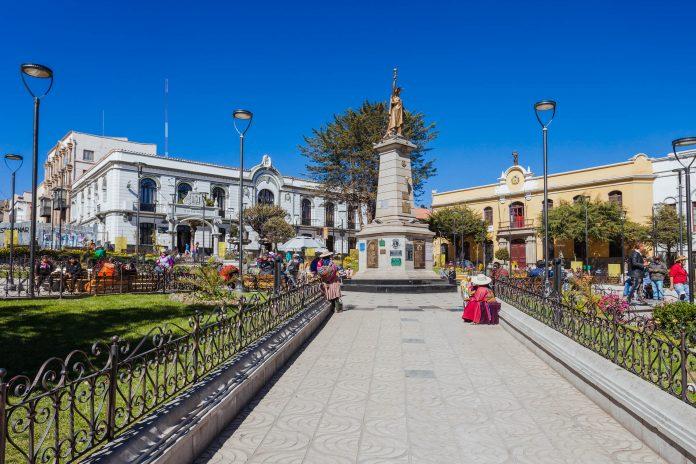Mit der Kathedrale, der berühmten Münzprägeanstalt und dem Rathaus ist der Plaza 10 de Noviembre in vielerlei Hinsicht das Zentrum von Potosí, Bolivien - © saiko3p / Shutterstock