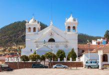 Das La Recoleta Kloster auf dem Cerro Churuquella in Sucre begeistert Bolivien-Urlauber mit seiner unschlagbaren Aussicht - © saiko3p / Shutterstock