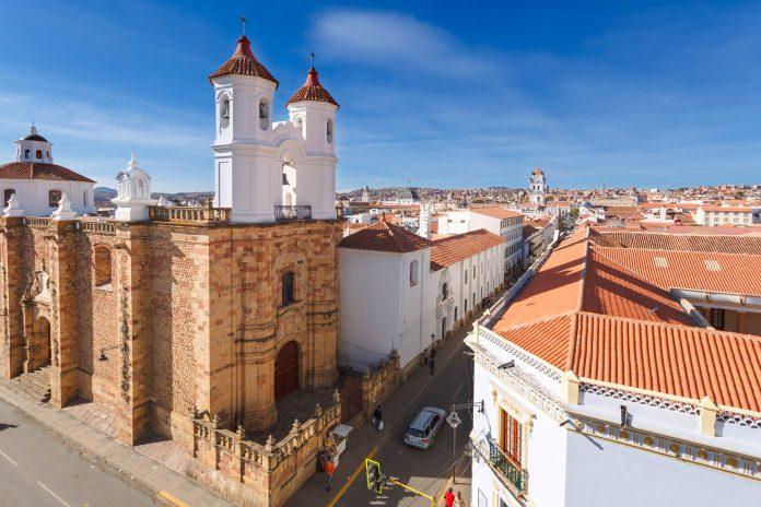 Das malerische Kloster San Felipe der Neri im Zentrum von Sucre bietet einen atemberaubenden Blick über Sucre, Bolivien  - © sunsinger / Shutterstock