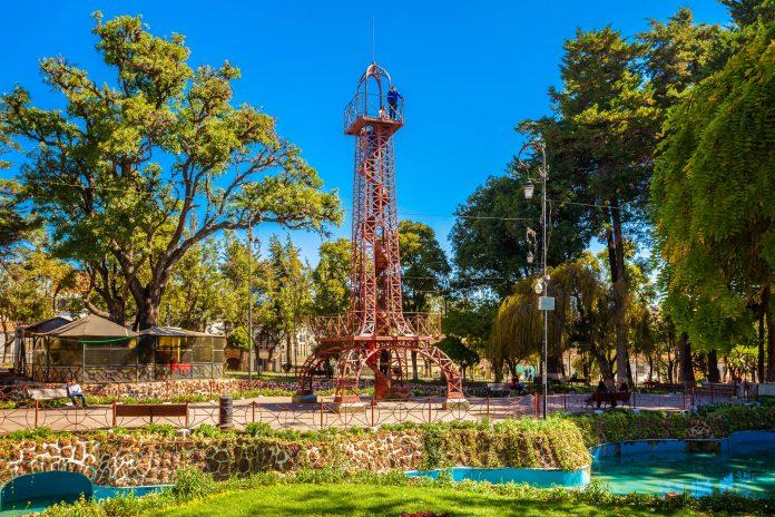 Der Parque Bolivar ist der größte und wohl auch schönste Park von Sucre, Bolivien - © saiko3p / Shutterstock