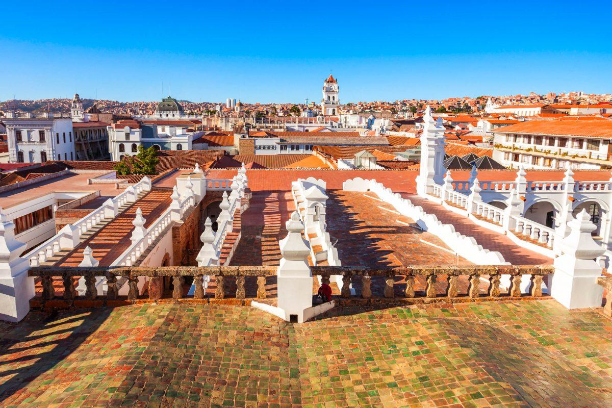 Die gesamte Altstadt von Sucre, Bolivien, wurde aufgrund ihrer aufwändig restaurierten Kolonialarchitektur von der UNESCO zum Weltkulturerbe erklärt - © saiko3p / Shutterstock