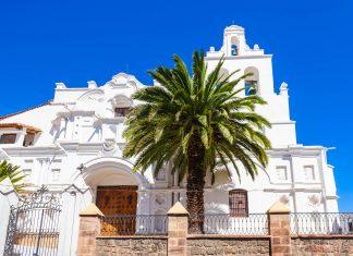 Die Iglesia La Merced im Zentrum von Sucre, Bolivien, entstand im 16. Jahrhundert  - © saiko3p / Shutterstock