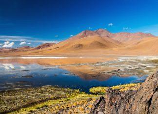 TEST - Die rund 60km2 große Laguna Colorada liegt im Südwesten von Bolivien im Nationalpark Andina Eduardo Abaroa - © Rudy Mareel / Shutterstock