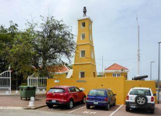 Das Fort Oranje wurde 1639 zur Befestigung des Hafens von Kralendijk errichtet, Bonaire - © Lila Pharao / franks-travelbox