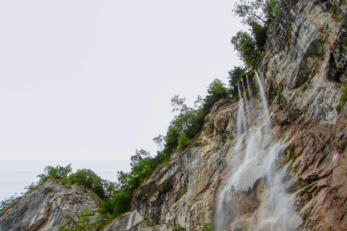 Der Wasserfall Skakavac, hier stürzt der Fluss Perućica 75m weit in die Tiefe, Nationalpark Sutjeska, Bosnien-Herzegowina - © .shock / Fotolia