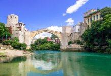 """Die Alte Brücke (""""Stari Most"""") in Bosnien-Herzegowina zählt seit 2005 als Symbol der Versöhnung und internationalen und interkulturellen Zusammenarbeit zum Weltkulturerbe der UNESCO - © LianeM / Fotolia"""