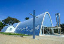 Die Capela de São Francisco de Assis befindet sich in Belo Horizonte im Stadtteil Pampulha und ist das letzte Projekt von Oscar Niemeyer, Brasilien - © Anthony Correia / Shutterstock