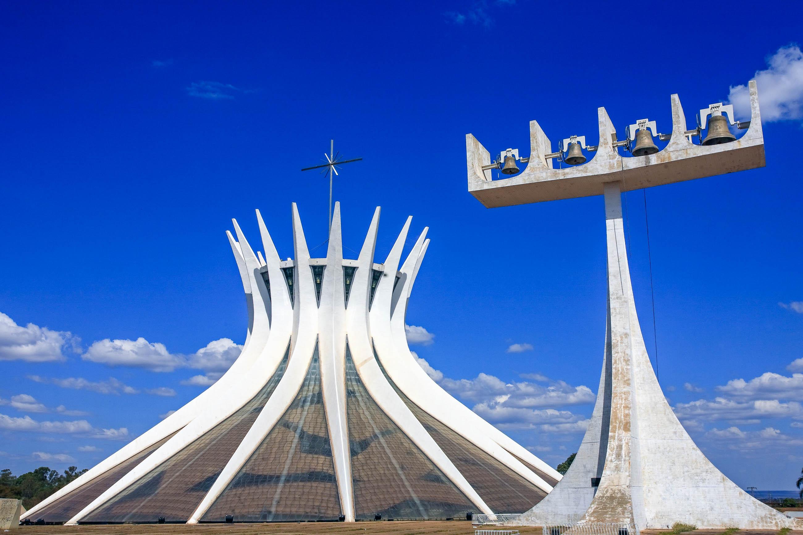 catedral metropolitana in brasilia brasilien franks travelbox. Black Bedroom Furniture Sets. Home Design Ideas