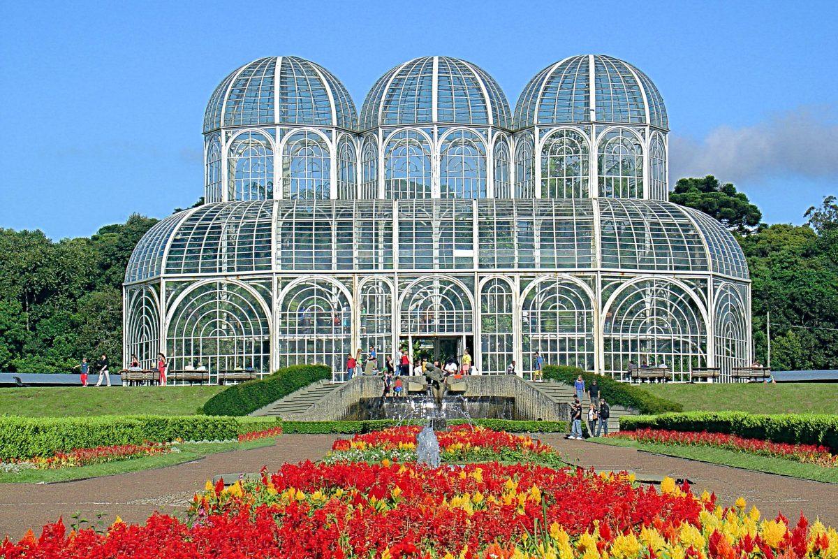 Im botanischen Garten von Curitiba befindet sich das Museu Botânico Municipal, eine Jugendstil-Konstruktion aus Glas und Metall, Brasilien - © Giancarlo Liguori / Shutterstock