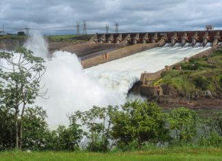 Das Wasserkraftwerk Itaipu ist ein Bauwerk von gigantischen Ausmaßen im südlichen Brasilien an der Grenze zu Paraguay - © fotoember / Fotolia