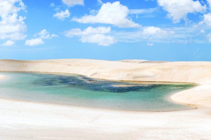 Der Lençóis Maranhenses Nationalpark an der Nordostküste Brasiliens mit bis zu 40 Meter hohen Sanddünen - © Ariane Citron - Fotolia