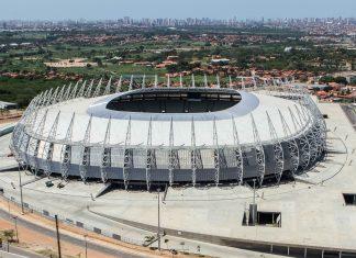 Das Castelão-Stadion in der brasilianischen Stadt Fortaleza ist eine Austragungsstätte der Fußball-WM 2014 - © Fábio Lima CC BY 3.0BR/Wiki