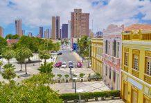 Der perfekte Ausgangspunkt für eine Erkundung des Stadtzentrums von Fortaleza ist der Platz am Westende der Rua Dragão de Mar, Brasilien - © Vitoriano Junior / Shutterstock