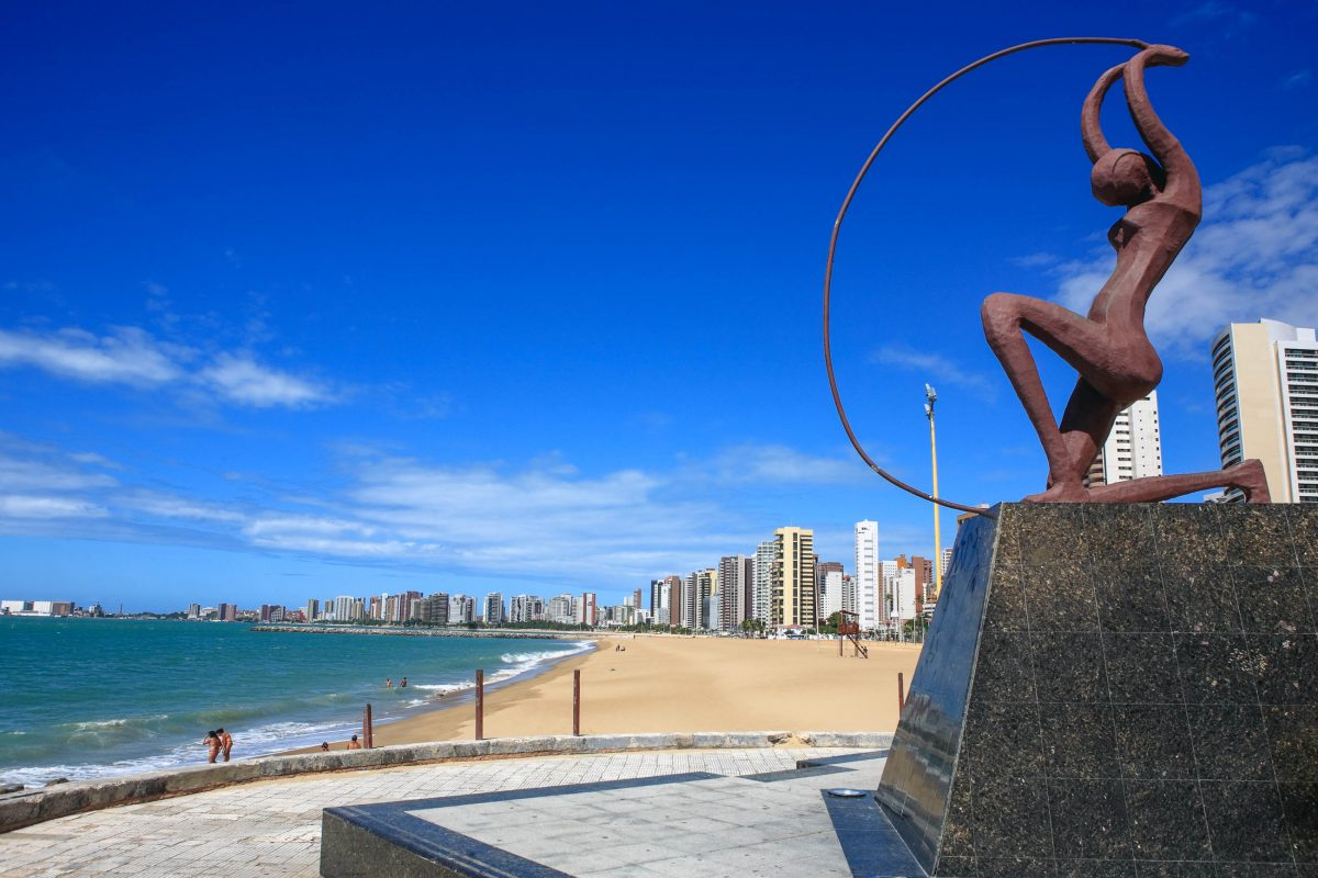 """Die Statue der Figur """"Iracema"""" am Praia Iracema stammt aus dem gleichnamigen brasilianischen Roman von José de Alencar, Brasilien - © ostill / Shutterstock"""