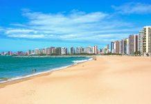 In Fortaleza und seiner Umgebung sind traumhafte kilometerlange Sandstrände zu finden, Brasilien - © ostill / Shutterstock