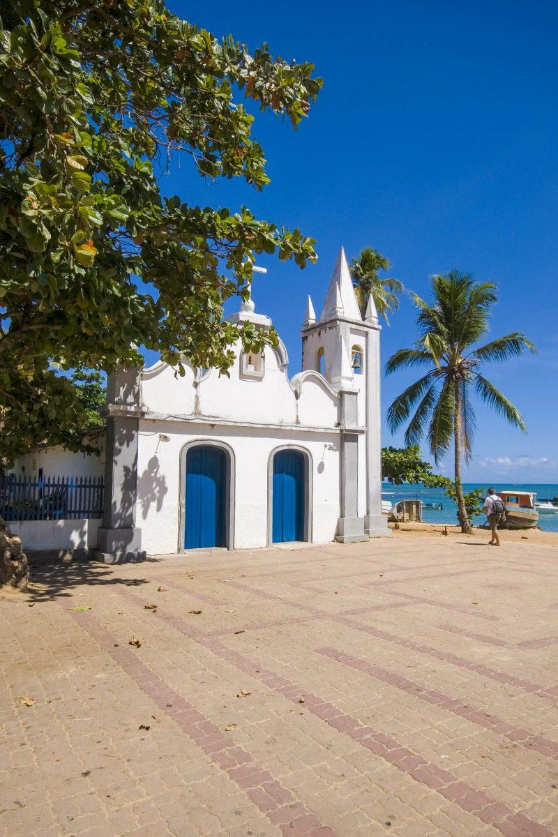 Hauptplatz in Praia do Forte in der Nähe von Salvador da Bahia, Brasilien - © ViniciusTupinamba/Shutterstock