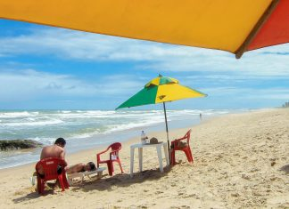 Brasilianischer Lifestyle pur am Strand von Imbassaí, Bahia, Brasilien - © FRASHO / franks-travelbox