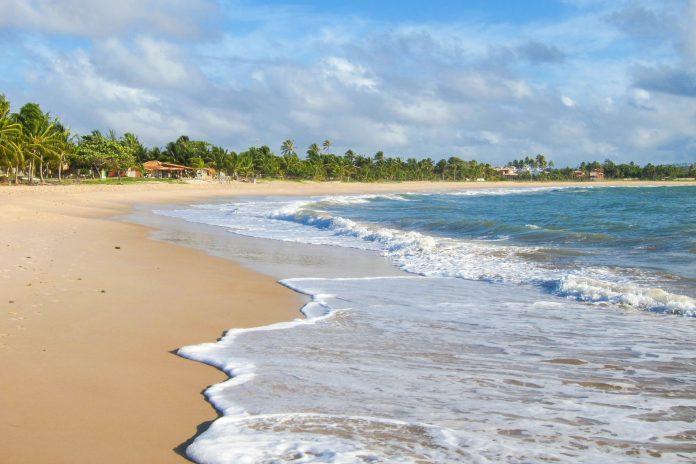 Der Praia Itacimirim lockt das ganze Jahr über mit traumhafter Bilderbuch-Kulisse, ruhigem Ambiente und fantastischen Bade-Bedingungen, Brasilien - © FRASHO / franks-travelbox