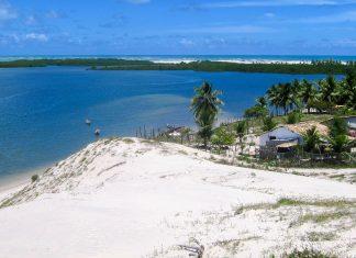 Die Sanddünen von Mangue Seco an der Linha Verde bieten einen herrlichen Blick über die Küste von Brasilien - © FRASHO / franks-travelbox