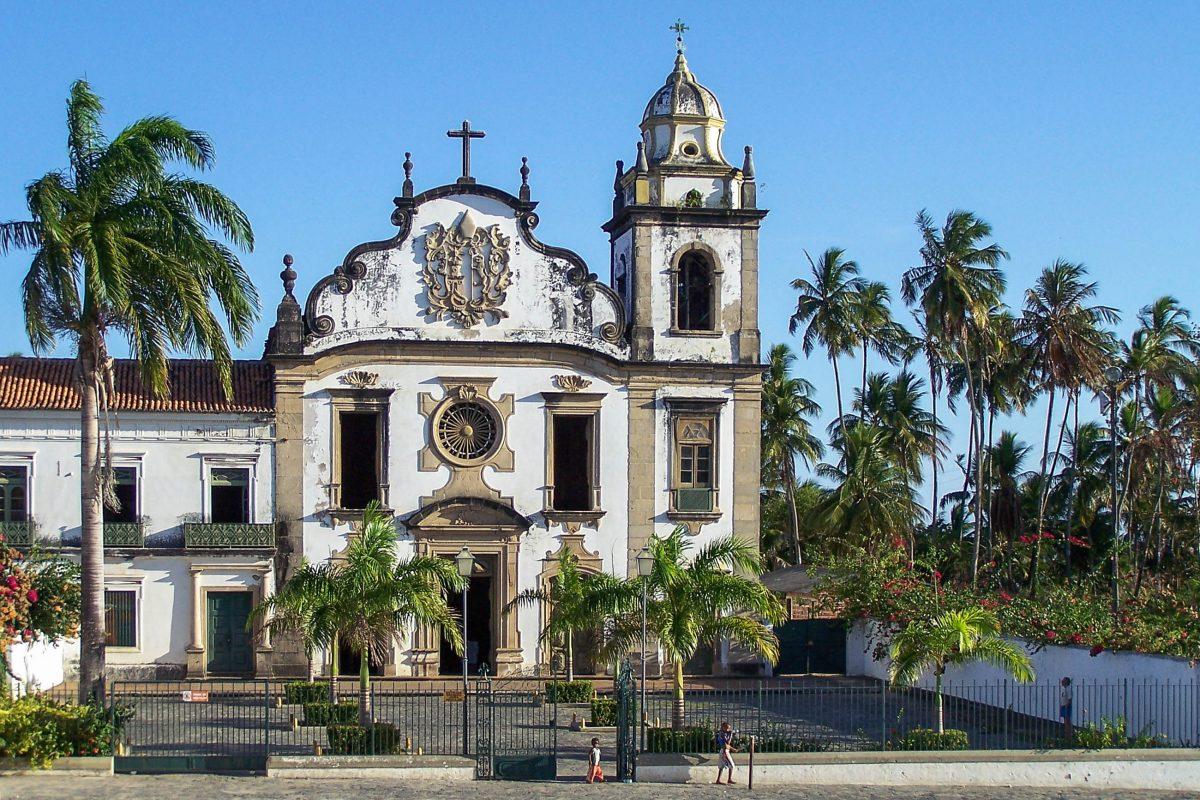 Portugiesische Kirche in der malerischen Barockstadt Olinda in Brasilien - © Grigory Kubatyan / Shutterstock