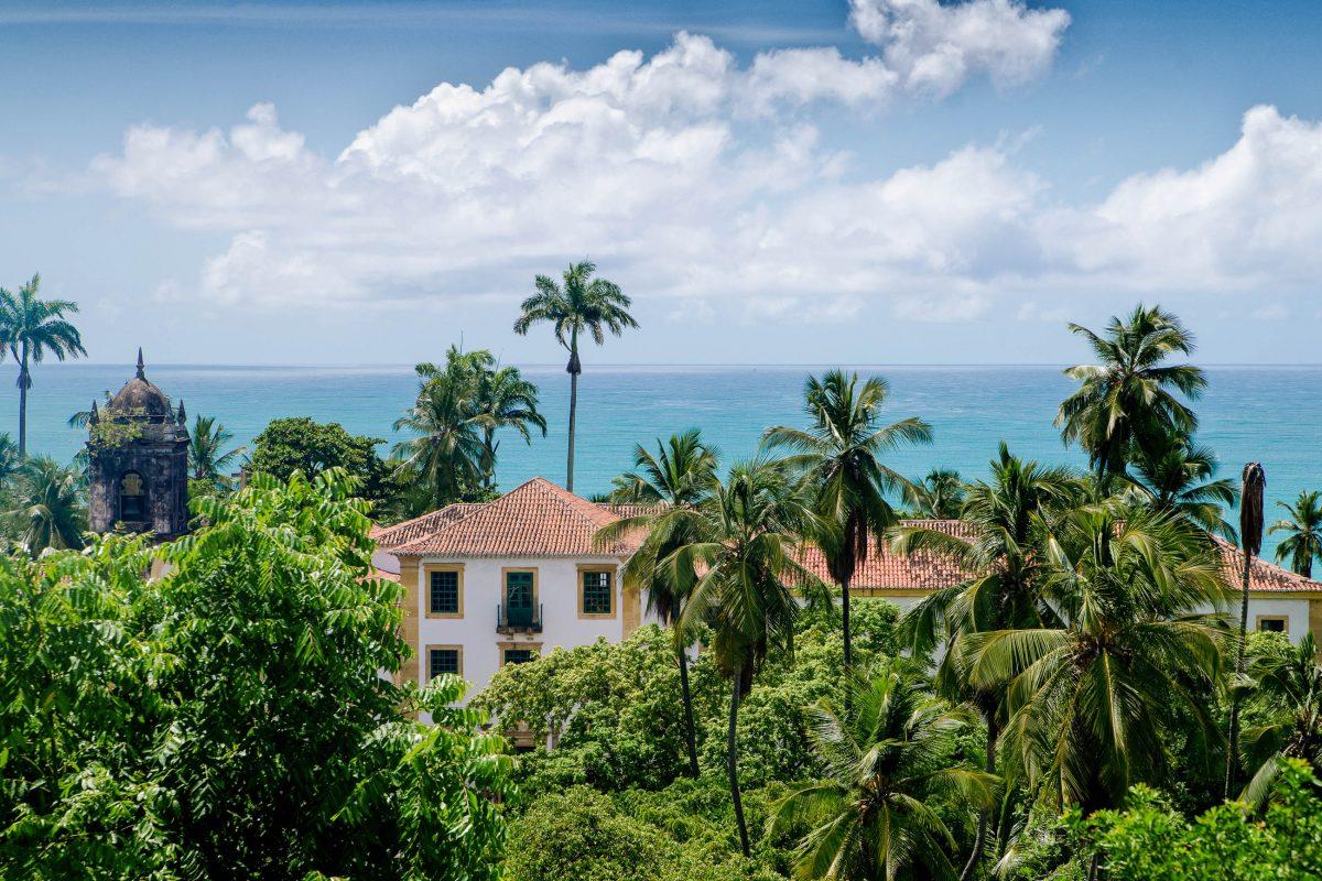 Wunderschöne Küstenlandschaft in der malerischen Barockstadt Olinda in Brasilien - © Tony Moran / Shutterstock