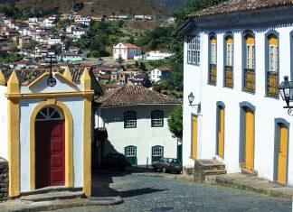 Überblick über die malerische Barockstadt Ouro Preto in Minas Gerais, Brasilien - © ostill / Shutterstock