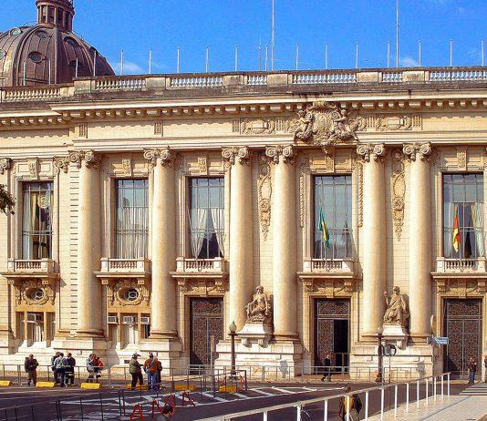Der Palácio Piratini am Praça da Matriz in Porto Alegre ist Sitz der Regierung von Rio Grande do Sul, Brasilien - © Tetraktys CC BY-SA3.0/Wiki