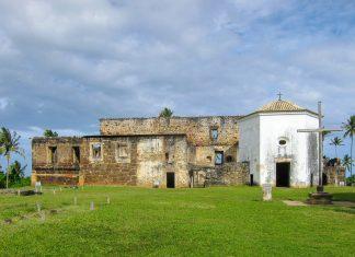 Die Burg von Garcia d'Avila in der Nähe von Praia do Forte ist die einzige mittelalterliche Burg Brasiliens - © FRASHO / franks-travelbox