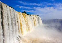 Pro Sekunde stürzen bis zu 13.000 Kubikmeter Wasser in die Tiefe, Iguaçu Wasserfälle, Brasilien/Argentinien - © pablo h.caridad/Fotolia
