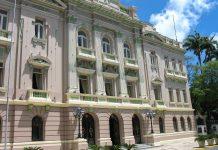 """Der prunkvolle """"Palácio do Campo das Princesas"""", das Regierungsgebäude von Recife in Brasilien - © Travel Bug / Shutterstock"""