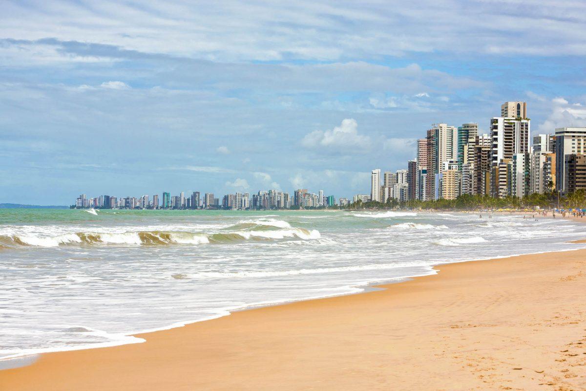 Der Strand von Boa Viagem befindet sich im Süden des gleichnamigen Stadtviertels von Recife, der Hauptstadt der brasilianischen Provinz Pernambuco - © ostill / Shutterstock
