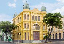 Die Kolonialbauten am Praça Rio Branco sind das Postkartenmotiv von Recife schlechthin, Brasilien - © Vitoriano Junior / Shutterstock