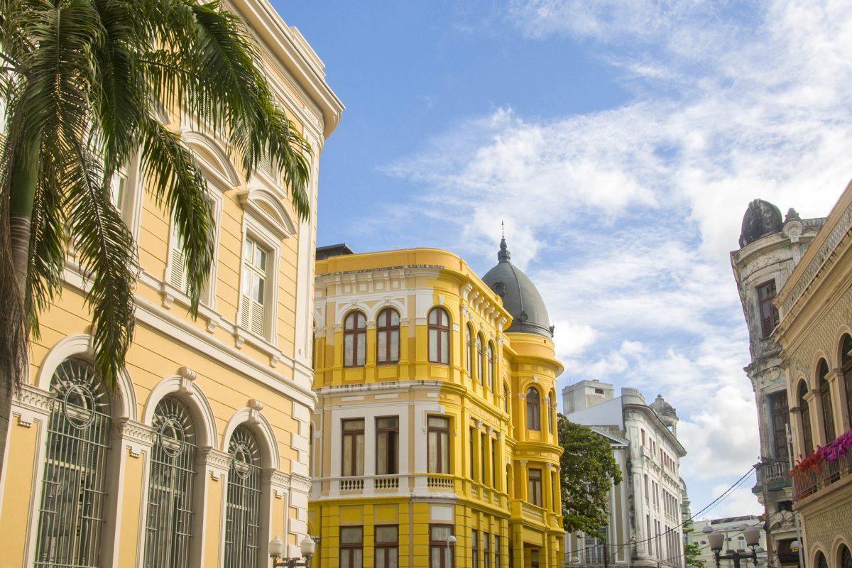 Die wunderschöne Straße Rua do Bom Jesus in der historischen Altstadt von Recife, Brasilien - © Vitoriano Junior / Shutterstock