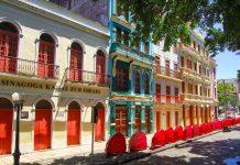 Durch den Wohlstand aus dem erfolgreichen Handel mit Baumwolle und Zuckerrohr wurden in Recife prachtvolle Kolonialbauten errichtet, Brasilien - © elso Pupo / Shutterstock