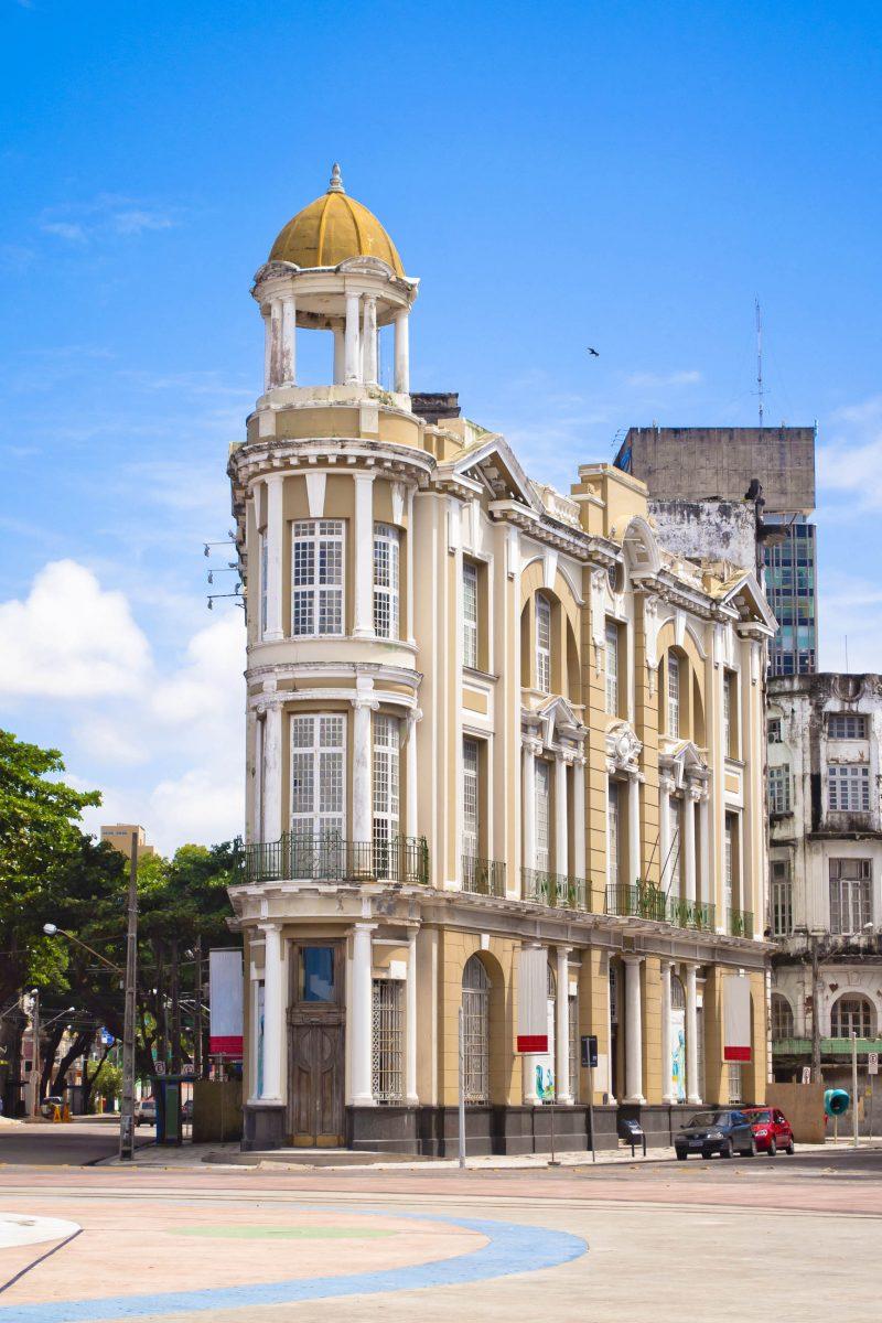 Wunderschönes Gebäue am Praça Rio Branco in der Altstadt von Recife, Brasilien - © Vitoriano Junior / Shutterstock