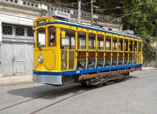 Als älteste Straßenbahn der Welt kurvt die Santa-Teresa-Tram heute wie vor über 100 Jahren durch Rios Stadtteil Santa Teresa, Brasilien - © lazyllama / Shutterstock