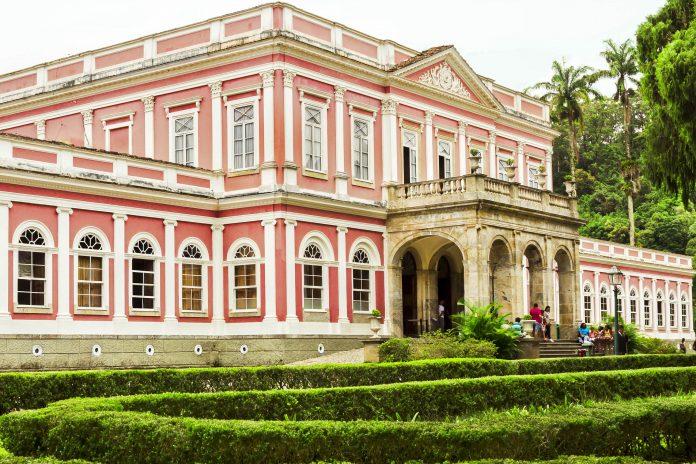 Als Museu Imperial präsentiert der ehemalige brasilianische Kaiserpalast in Petrópolis nördlich von Rio die prunkvolle Lebensweise von Dom Pedro II - © Su Justen / Shutterstock