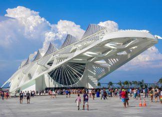 Das extravagante Zukunfts-Museum Museu do Amanhã in Rio de Janeiro, Brasilien, wird zum Großteil mit Hilfe von erneuerbaren Ressourcen betrieben - © R.M. Nunes / Shutterstock