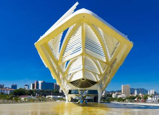Das futuristische Museu do Amanhã am Hafen von Rio de Janeiro, Brasilien, widmet sich Zukunftsthemen und stellt selbst ein einmaliges Beispiel für nachhaltige Architektur dar - © Ronaldo Almeida / Shutterstock