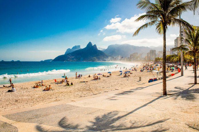 Der Stadtteil Ipanema im Süden der Stadt ist mit seinem berühmten Strand das teuerste Pflaster von Rio de Janeiro, Brasilien - © Aleksandar Todorovic / Shutterstock