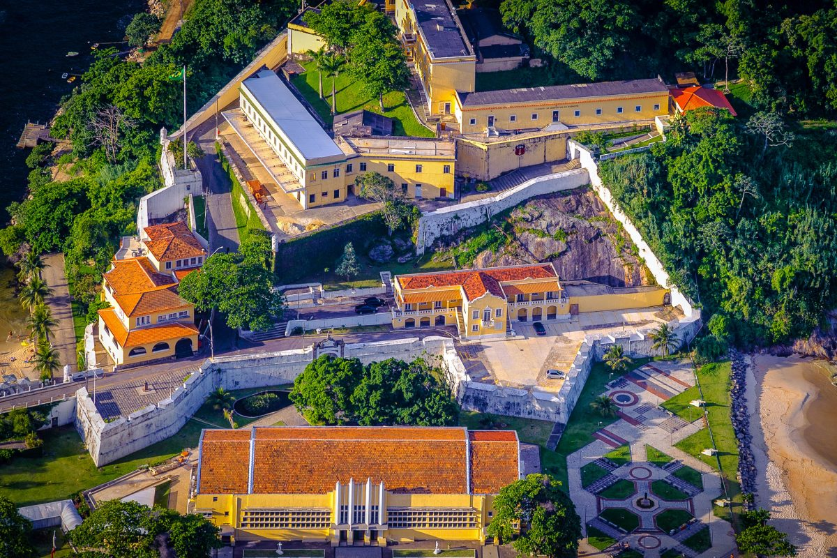 Die Besichtigungstour durch das São João Fort offenbart faszinierende Einblicke in die Gründungsgeschichte von Rio de Janeiro, Brasilien - © Celso Diniz / Shutterstock
