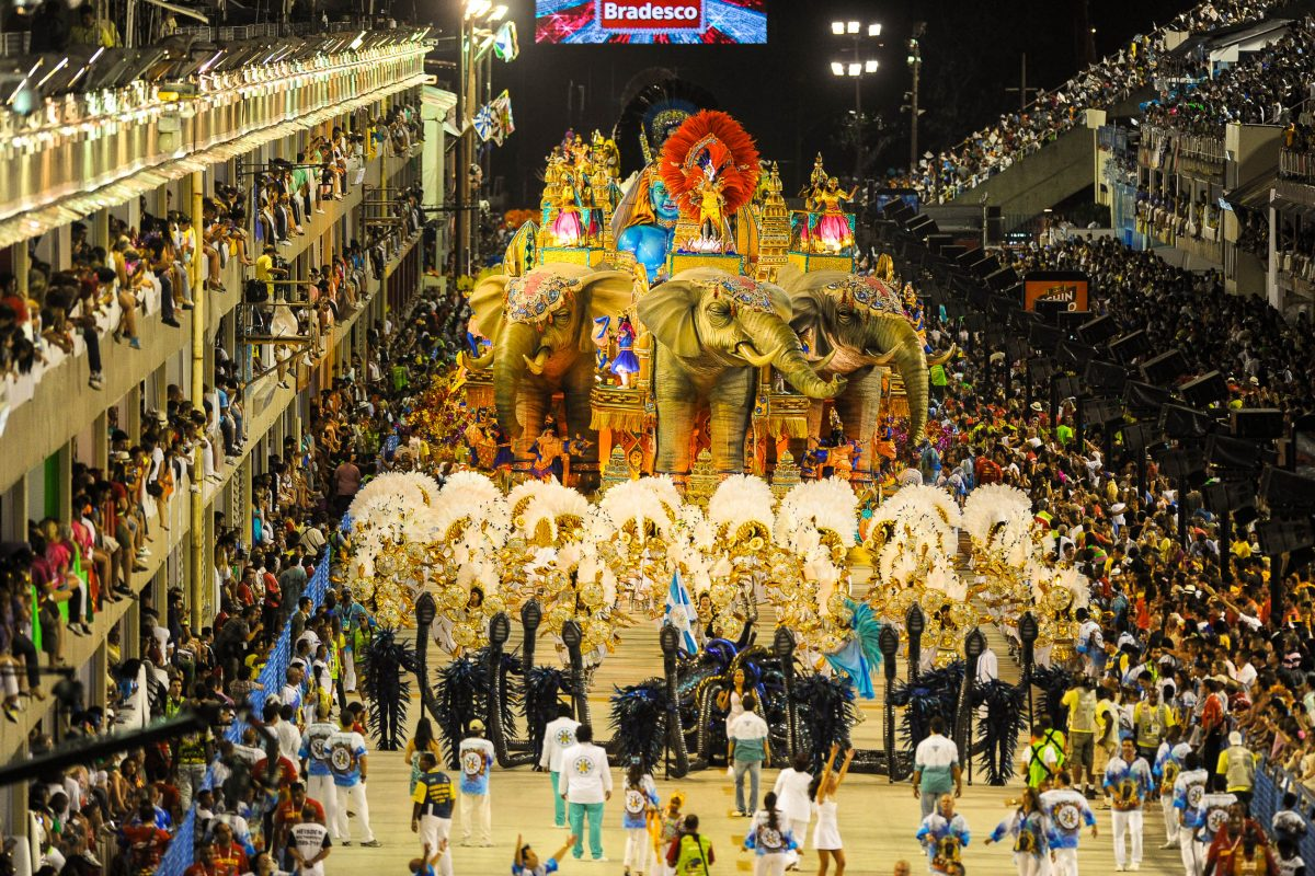 Die Sambaschule Vila Isabel  beim Karneval 2011 im Sambodromo in Rio de Janeiro, Brasilien - © Celso Pupo / Shutterstock