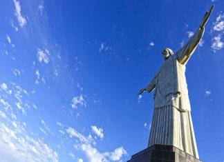 Die Statue Cristo Redentor ist 30m hoch, die Handspannweite beträgt ebenfalls knapp 30m, der Sockel ist knapp 10m hoch, Rio, Brasilien - © Luiz Rocha / Shutterstock