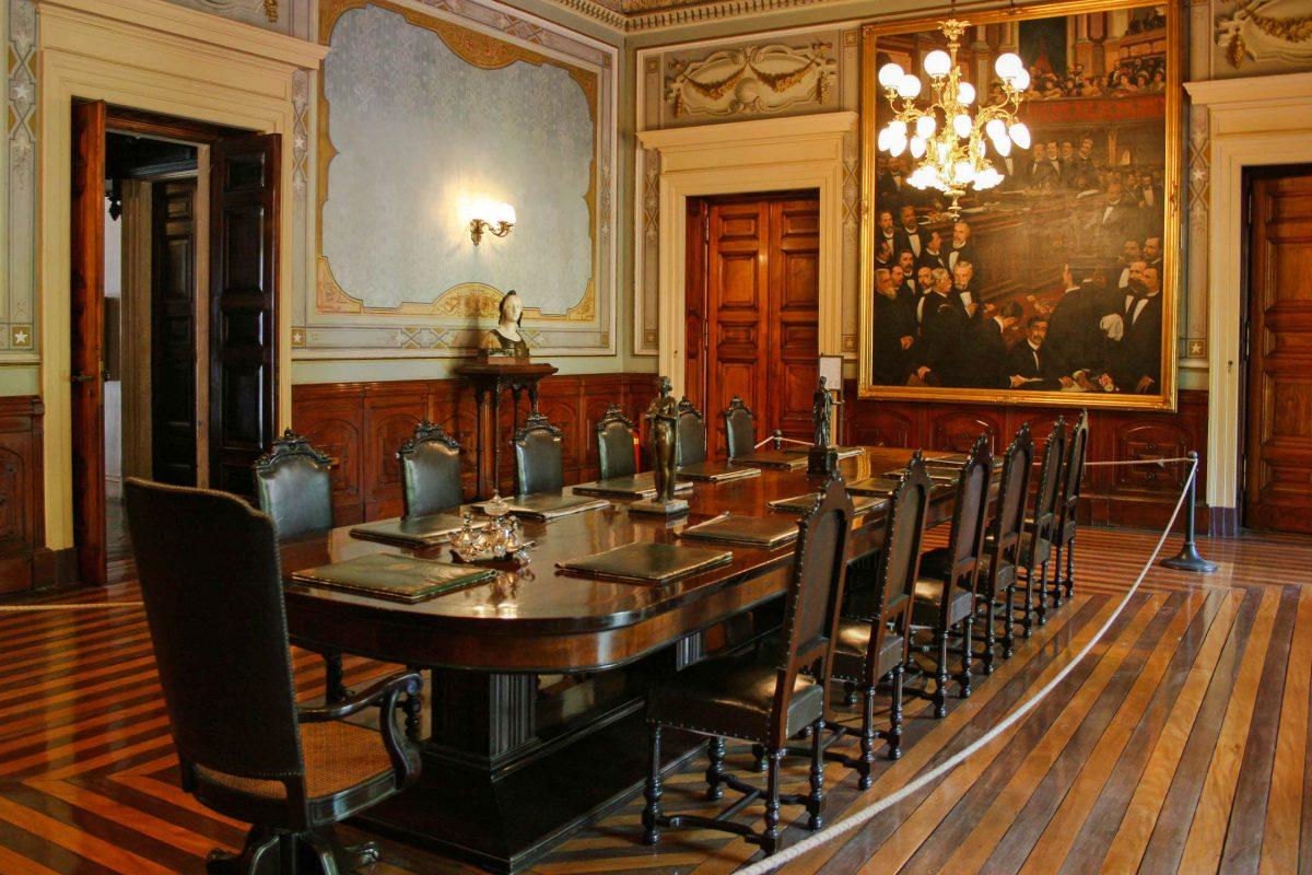 Im ehemaligen Ministersaal des Palácio do Catete in Rio de Janeiro wurden einst wichtige Entscheidungen in der Geschichte Brasiliens gefällt - © HalleyPachecoOliveira CC BY-SA3.0/W