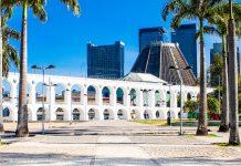 Mit seiner ungezwungenen Mischung aus Kunst, Kultur, Lifestyle und Party ist das Stadtviertel Lapa eine der meistbesuchten Sehenswürdigkeiten von Rio de Janeiro, Brasilien - © Aleksandar Todorovic / Shutterstock