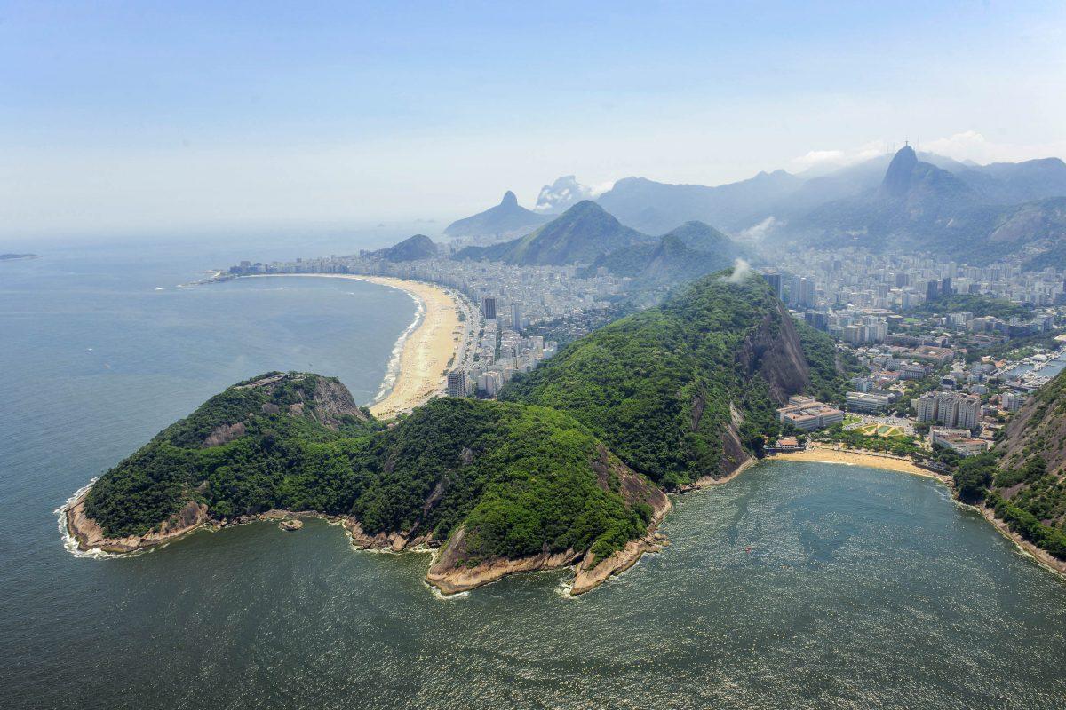 Praia Vermelha, der Rote Strand von Rio de Janeiro, liegt an der allseits bekannten Copacabana gleich ums Eck, Brasilien - © jordanfotografi / Shutterstock