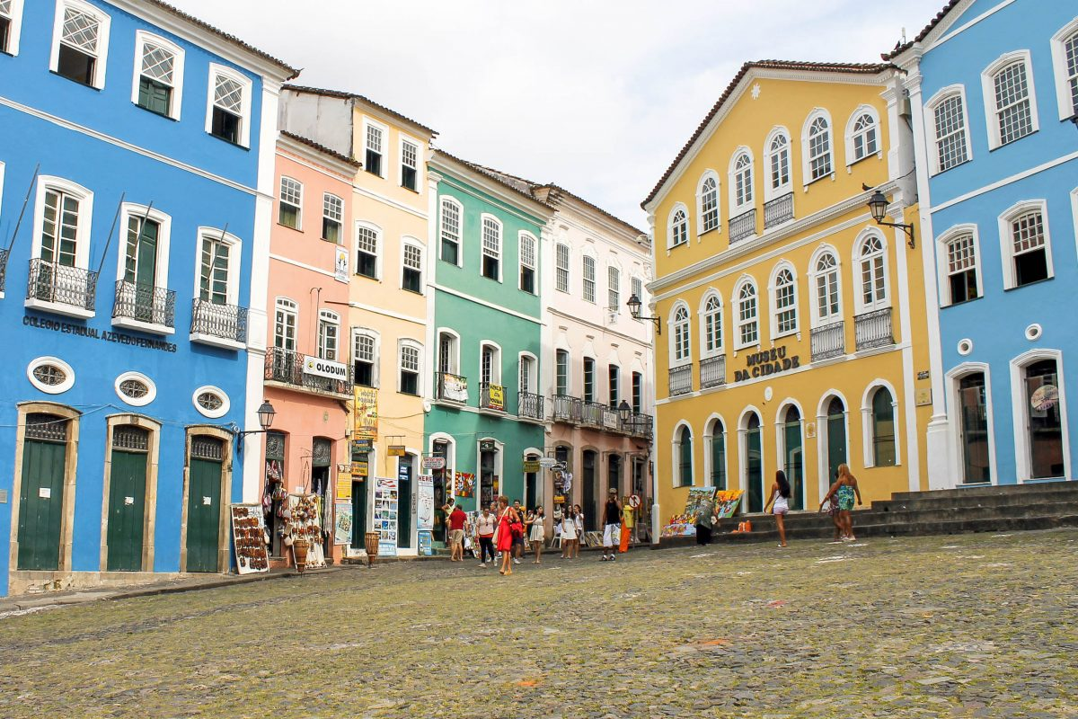 """Das portugiesische """"Pelourinho"""" bedeutet übersetzt """"Pranger"""", zur Zeit des Sklavenhandels im 17. Jahrhundert war hier ein bedeutender Sklavenmarkt, Salvador, Brasilien - © Ivan F. Barreto / Shutterstock"""